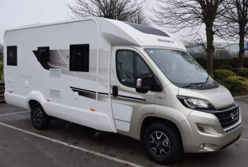 Hire a campervan in Chesterfield from private owners| Swift Castra