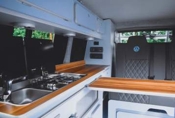 Hire a campervan in Leeds from private owners| VW Alejandra