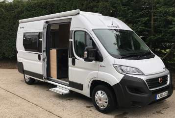 Hire a campervan in Uttoxeter from private owners| Fiat H5