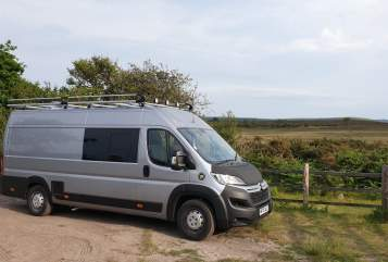 Hire a campervan in Berkhamsted from private owners| Citroen Big Al