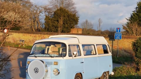 Hire a campervan in Henley-on-Thames from private owners| VW Skye
