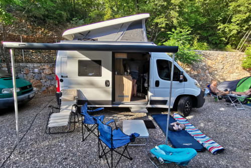 Hire a campervan in Köln from private owners| Clever Platzwunder 540