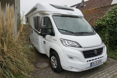 Hire a campervan in Hattingen from private owners| Carado Camper K. T448