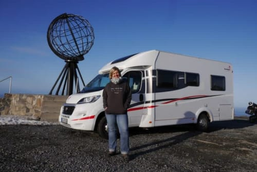 Hire a campervan in Bochum from private owners| Sunlight Fidel 2.0