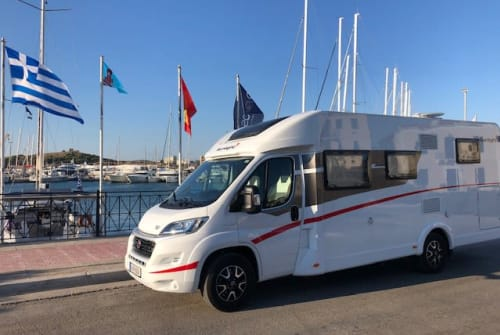 Hire a campervan in Spata from private owners| Sunlight König Sunlight