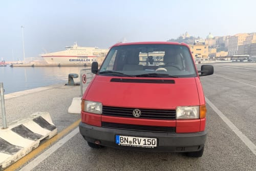 Hire a campervan in Spata from private owners| Volkswagen T4 Leonidas