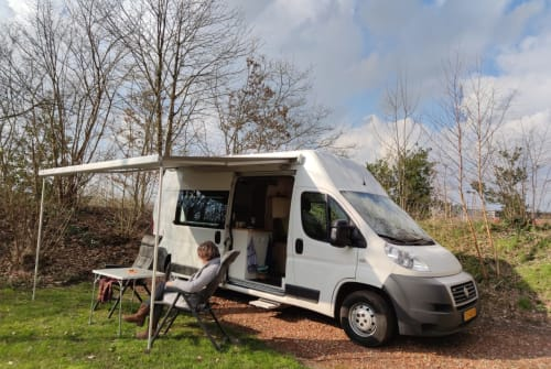 Hire a campervan in Noord-Scharwoude from private owners  Fiat Ducato Mooie buscamper