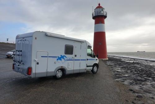 Hire a campervan in Aagtekerke from private owners| Knaus nooitverwacht