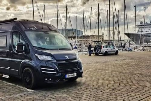 Hire a campervan in Hamburg from private owners| Bravia Black Pearl
