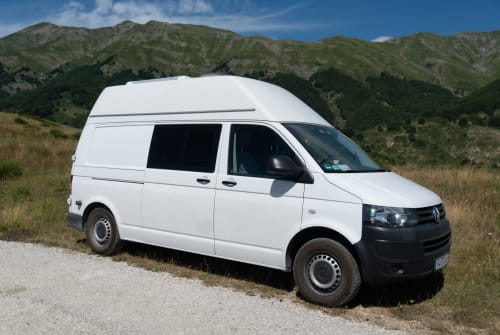 Hire a campervan in Frankfurt am Main from private owners| VW Bo