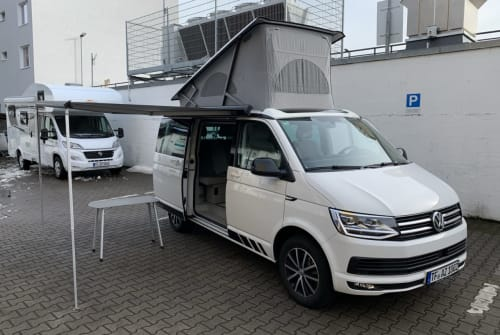 Hire a campervan in Berlin from private owners| Volkswagen California