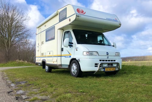 Hire a campervan in Hoek from private owners| eura mobil Eura Mobil