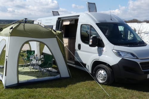 Hire a campervan in Leeds from private owners| Weinsberg Winnie