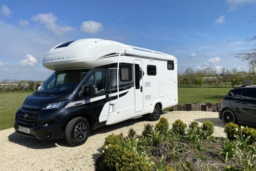 Hire a campervan in Wedmore from private owners| Auto trail Bertie