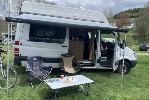 Hire a campervan in Egmond aan den Hoef from private owners| Mercedes  White Angel