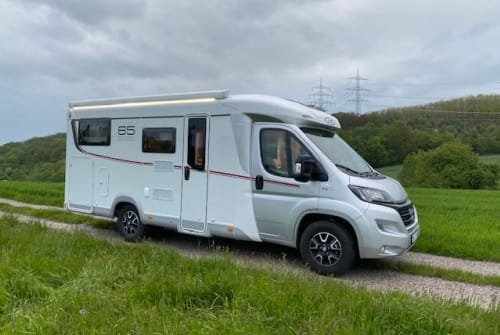 Hire a campervan in Hattingen from private owners| LMC Knut