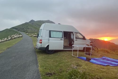 Hire a campervan in Berlin from private owners| VW Balu